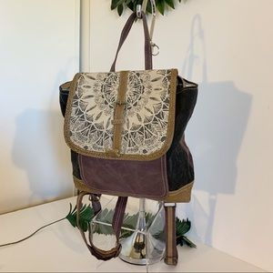 NWOT Myra Daisy Delight Backpack bag!